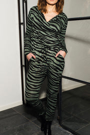 Heat Of The Night | Green zebra | Jumpsuit fra Comfy Copenhagen