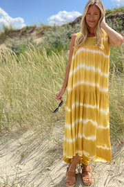 Kajsa dress | Honey yellow | Kjole med batik print fra Black Colour