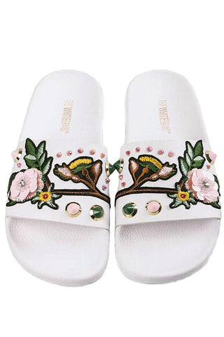 ASIAN WHITE | Slippers med broderi fra THE WHITE BRAND