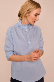 Lina Frill Blouse | Bel Air Blue | Bluse fra Mos Mosh