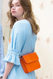 Cayman Shiny Strap Bag | Orange | Laktaske fra Hvisk