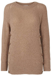 Eloise Button Knit | Camel | Strik med knapdetaljer fra Co'Couture