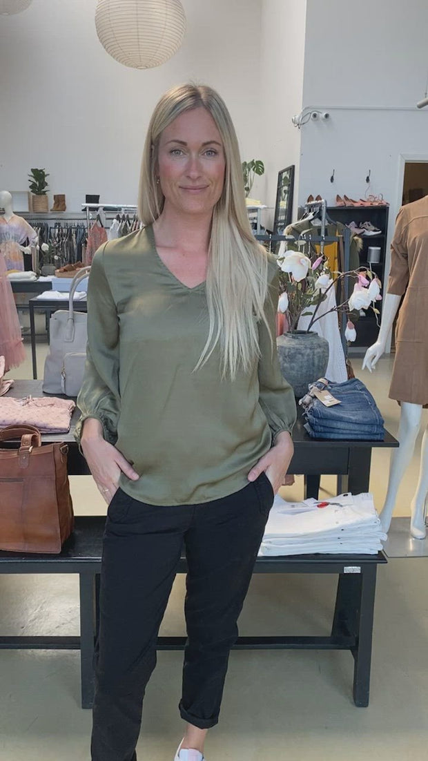 Nicco Balloon blouse | Army | Bluse fra Freequent