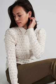 Milady Shirt | Birch | Skjorte med broderie anglaise fra Freequent