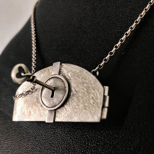 Silver Scene Lockable Locket Necklace