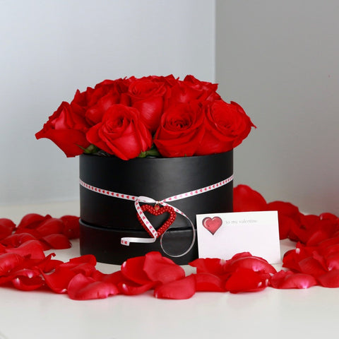 Premium Valentines Day Hat Box Filled With Roses