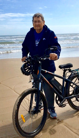 Rad Rider Dan Mahalek on the beach with his RadCity electric commuter bike