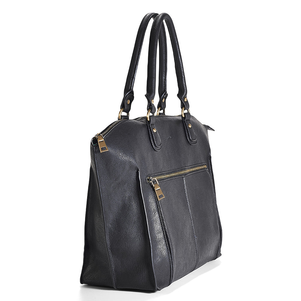 When you're in need of a great transitional bag, Newlie's Lily Tote Diaper comes in a timeless Black.