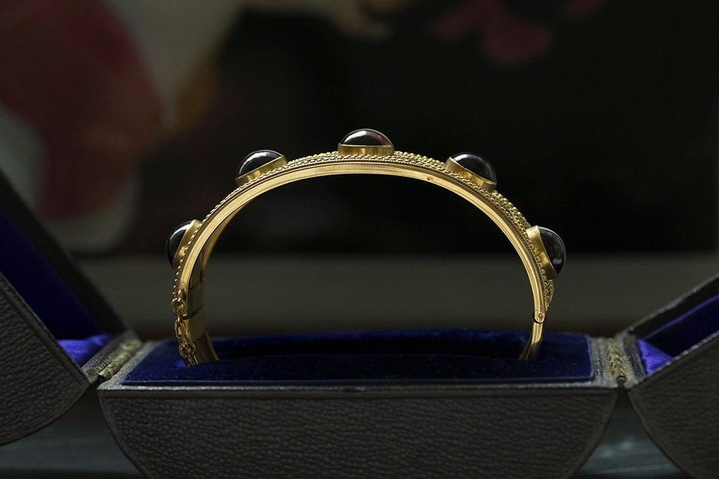 Victorian Banded Agate Gold Bangle