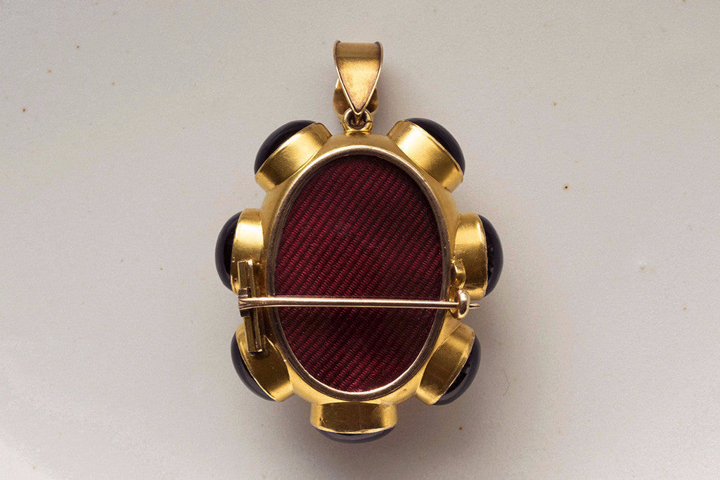Victorian Banded Agate Gold Pendant with Locket Back