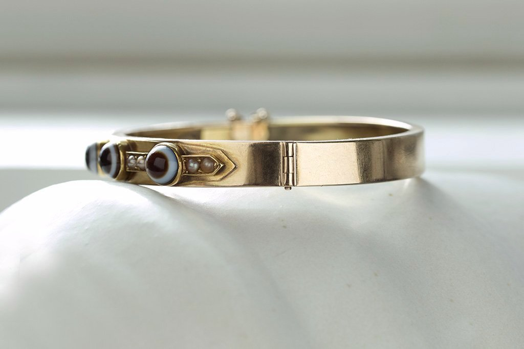 Victorian Bullseye Banded Agate Gold Bangle
