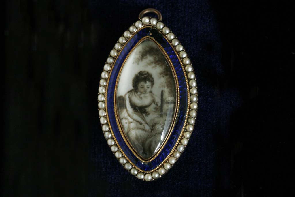 Georgian 'Girl and Lamb' Miniature Mourning Brooch/Pendant