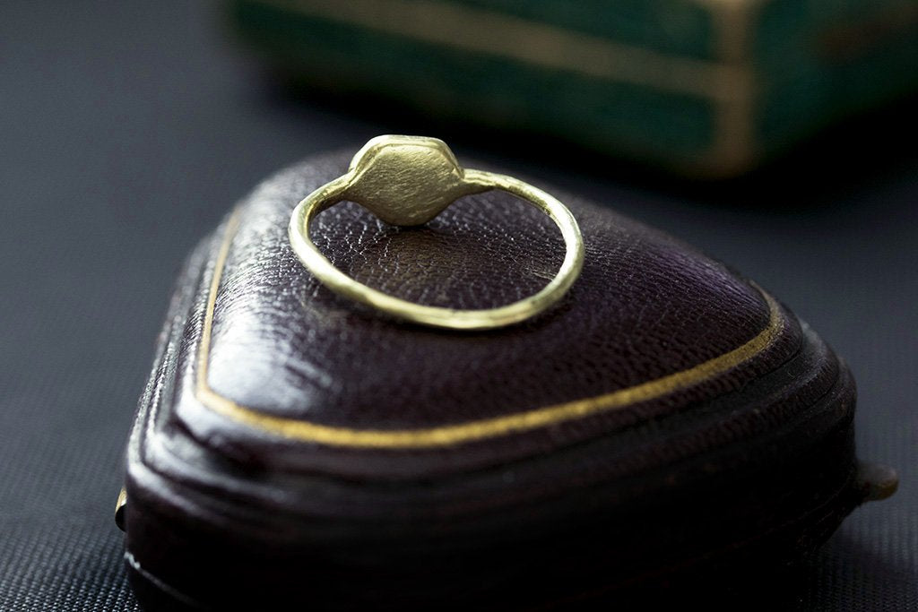 15th Century Gothic Initial 'M' Gold ring