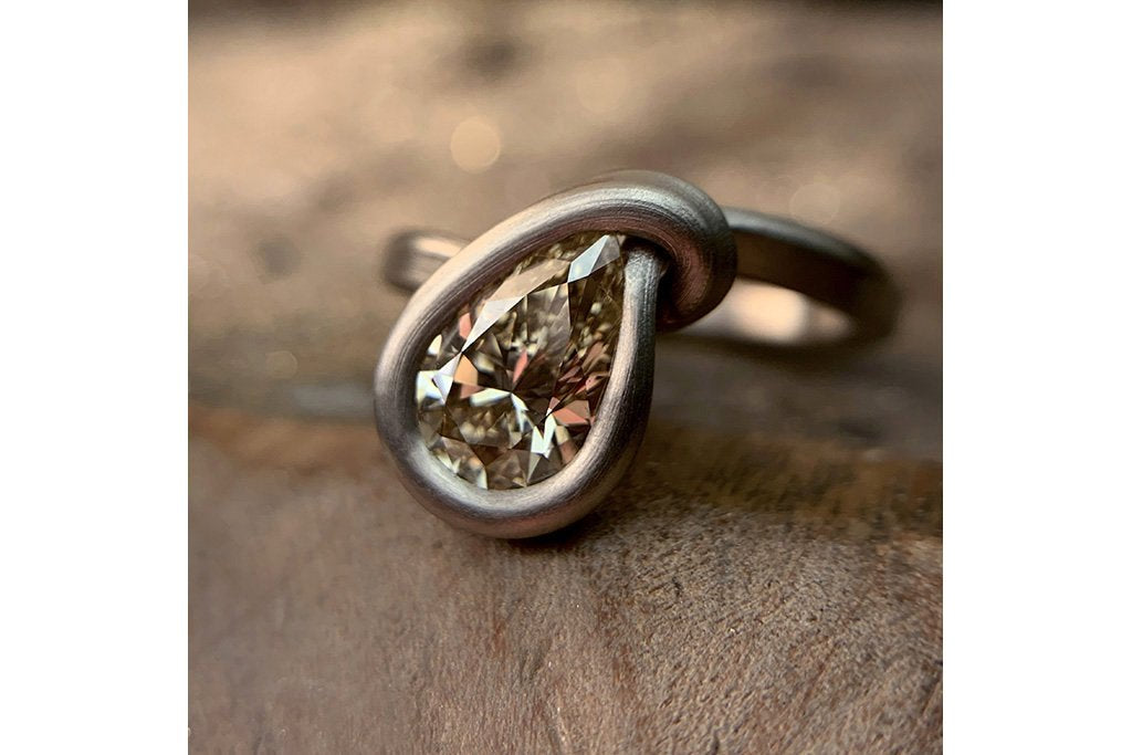 LAELIUS Leen Heyne Ribbon & Teardrop Diamond Ring