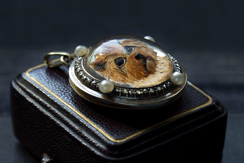 Antique Victorian Essex Crystal Terrier Locket