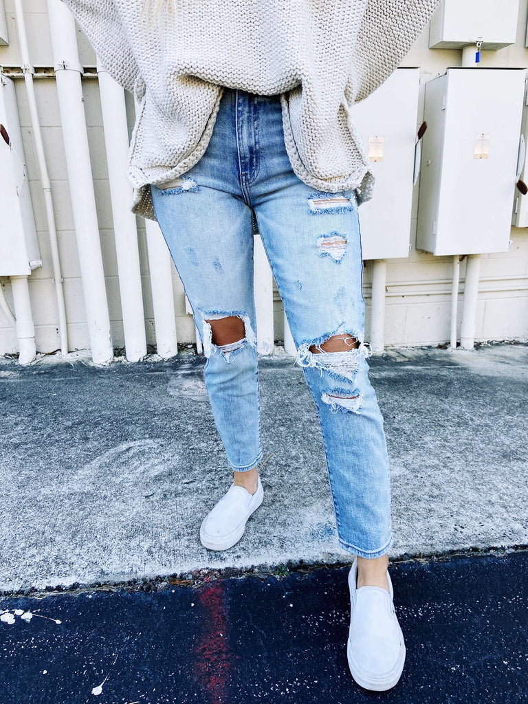 lightwash ripped mom jeans
