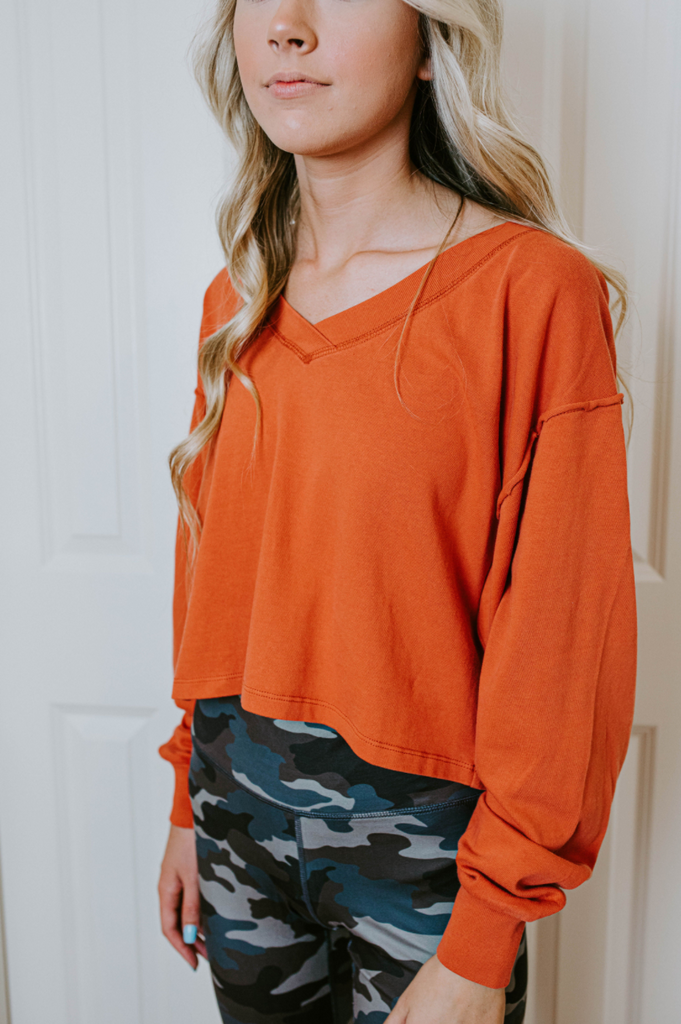 crop long sleeve top