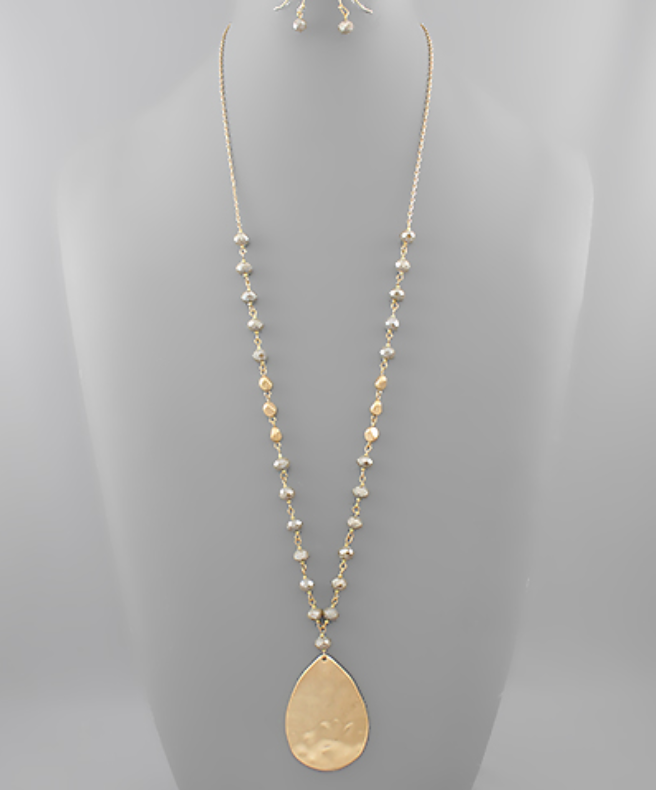 Teardrop Pendant Bead Necklace