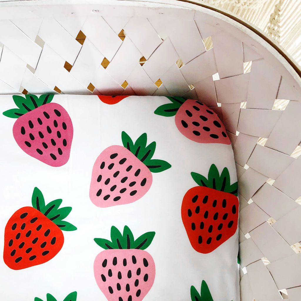 Organic Crib Sheet Strawberry