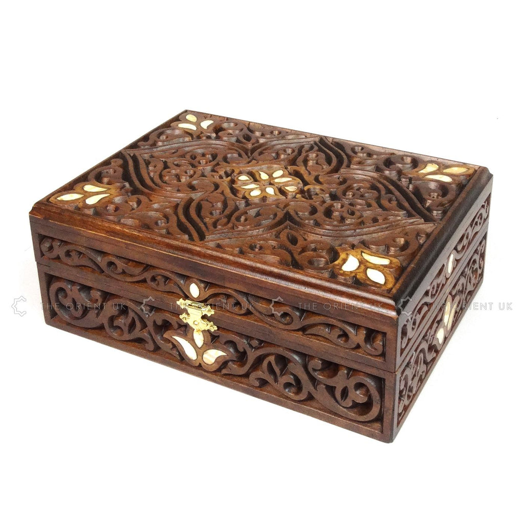 Medium Engraved Beech Wood Box C 24 x 18 x 9 cm