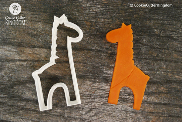 Cute Standing Giraffe Animal Cookie Cutter