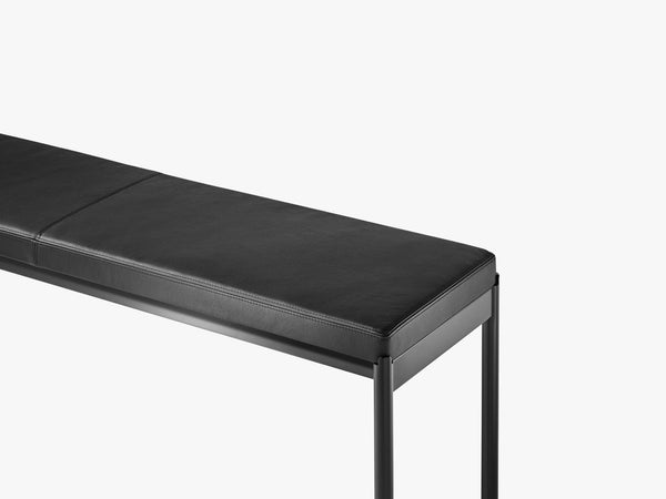 Mies Bench L110, Light Black/Black Leather fra MILLION
