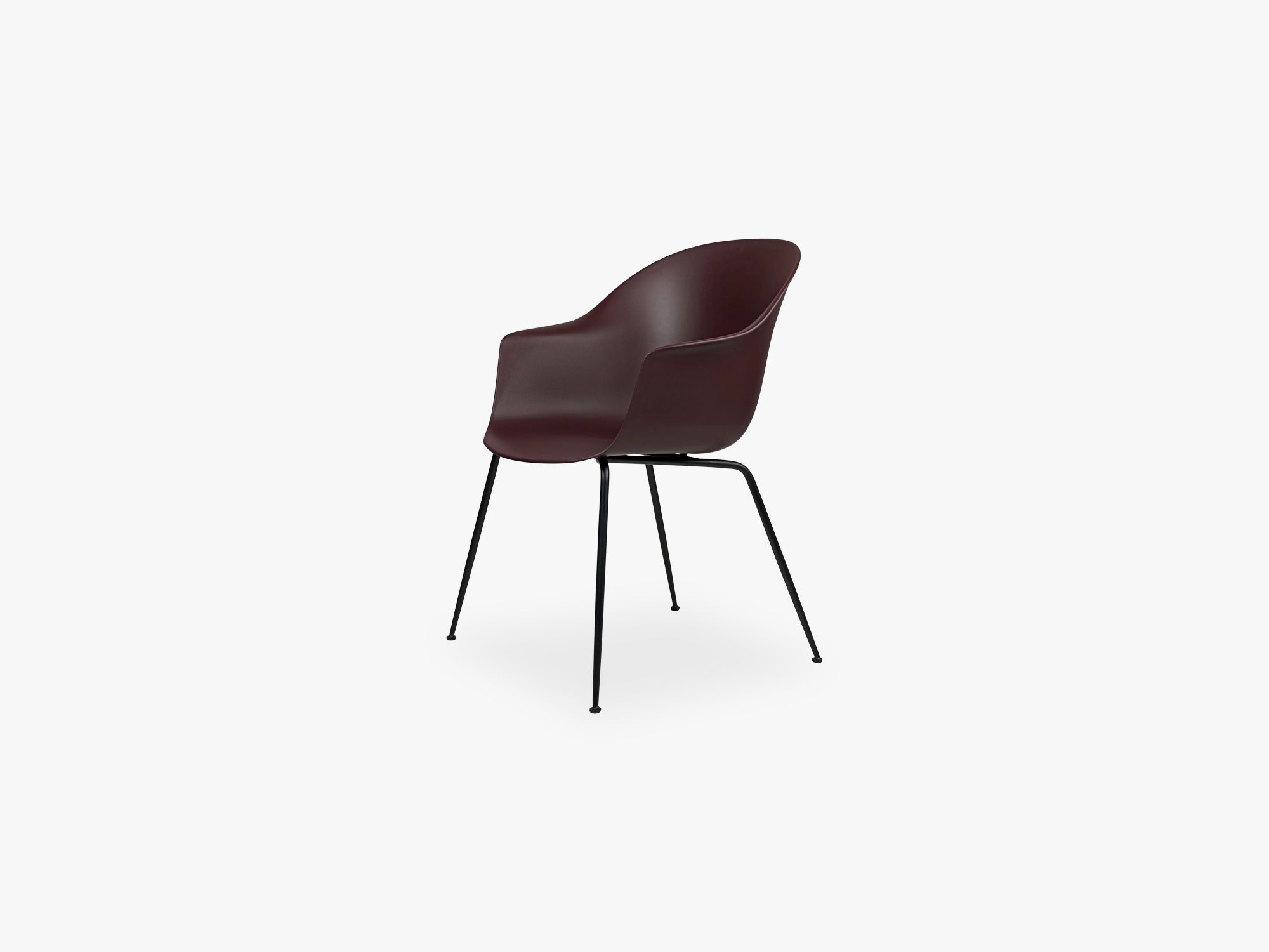 Bat Dining Chair - Skal m Conic base - Black Matt, Dark Pink fra GUBI