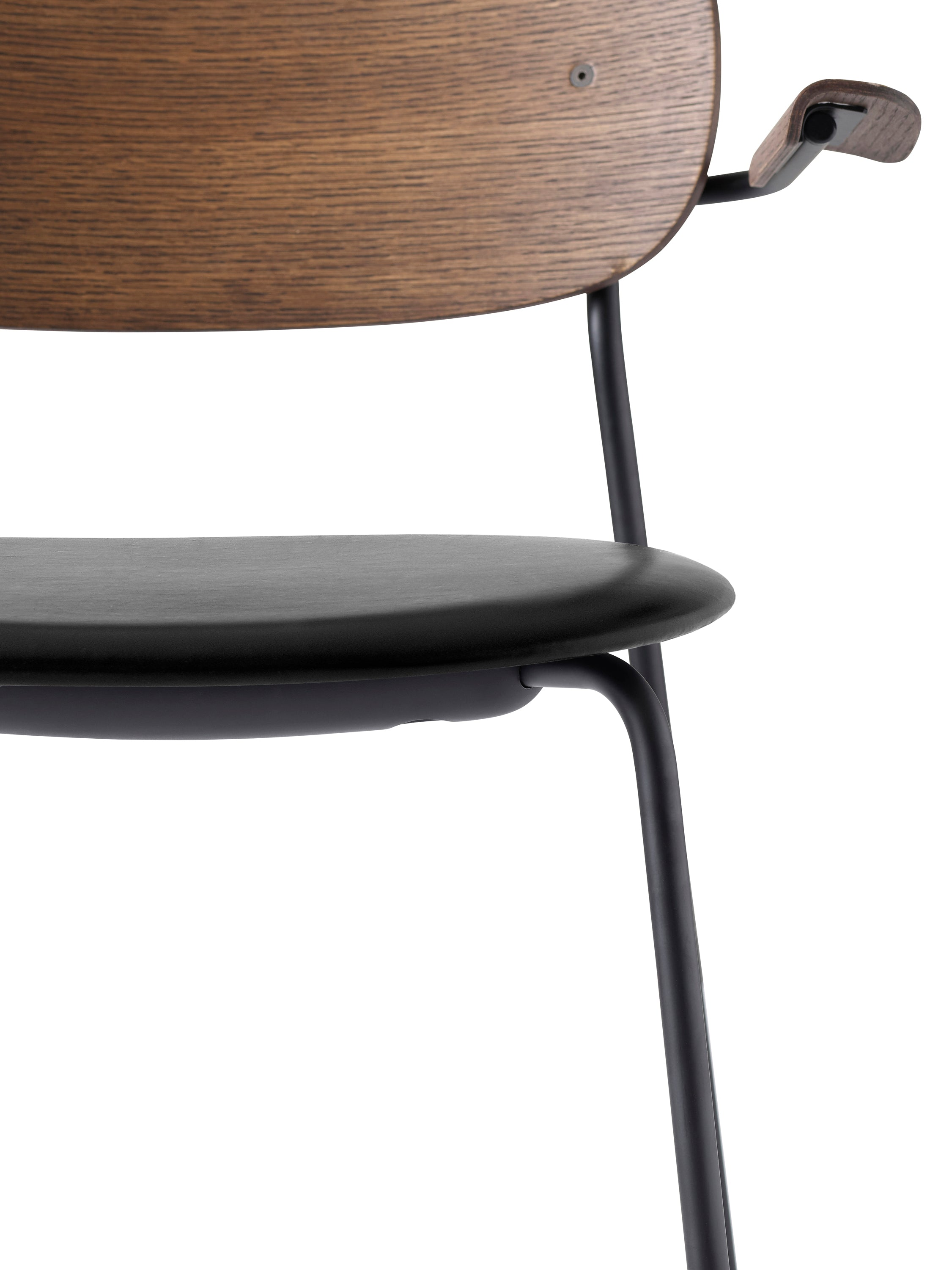 Co Chair Dining - Black Steel Base, Dakar 0842 Seat/Dark Stained Oak Back, w/Arms fra Menu