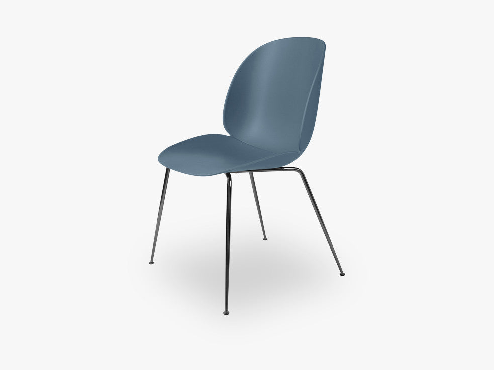 Beetle Dining Chair - Un-upholstered Conic Black Chrome base, Blue Grey shell fra GUBI
