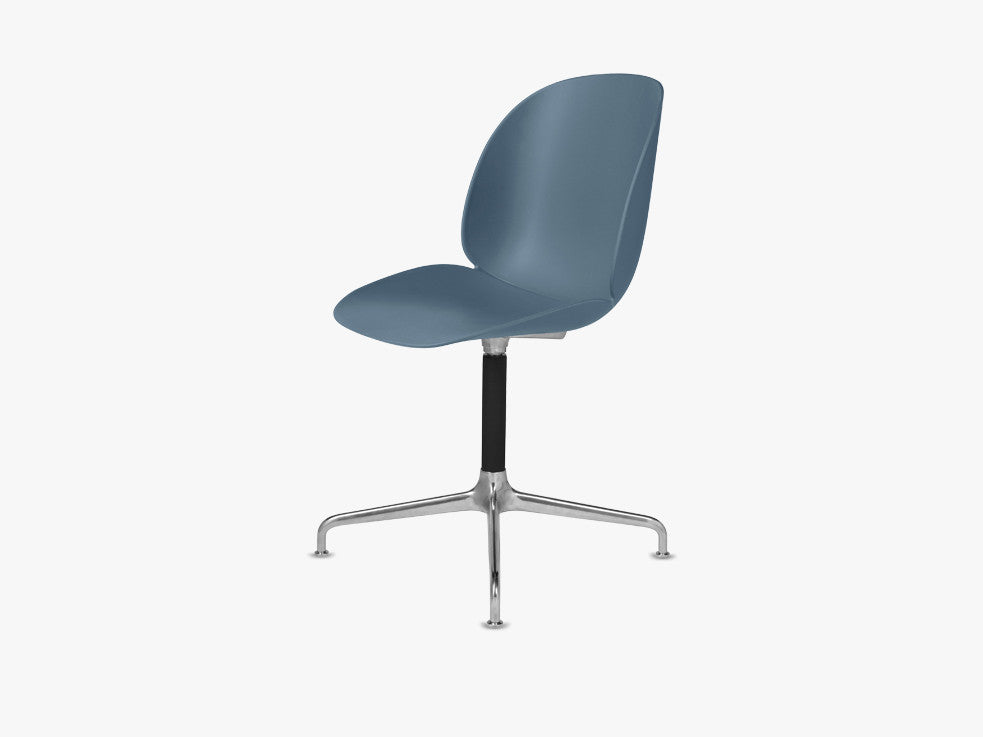 Beetle Dining Chair - Un-upholstered Casted Swivel base Aluminium, Blue Grey shell fra GUBI