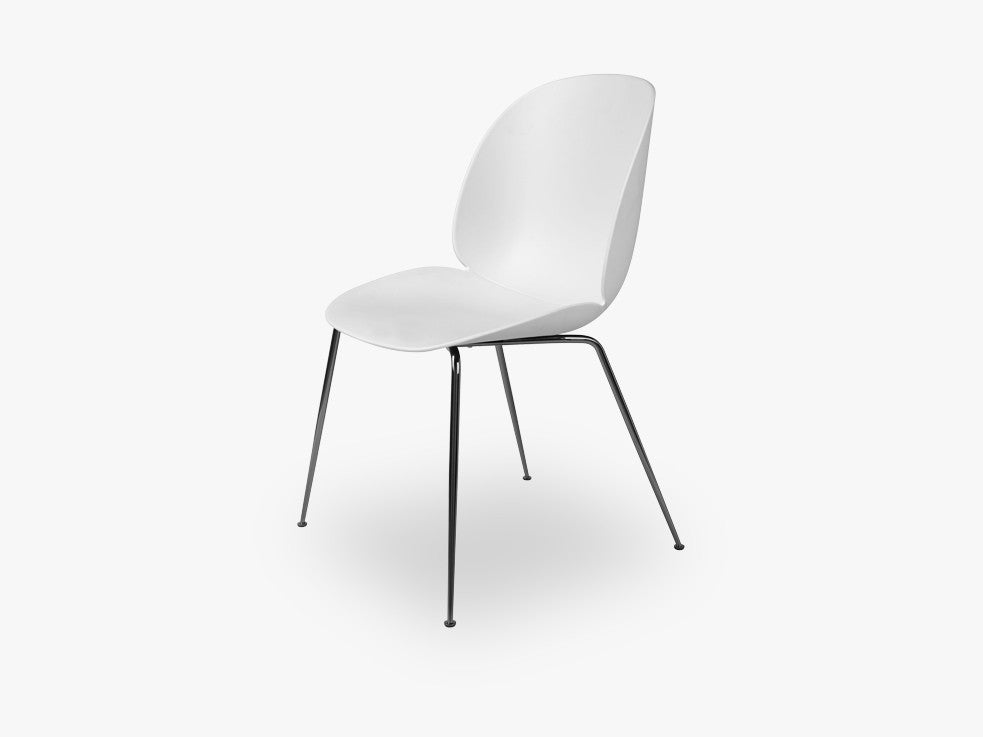 Beetle Dining Chair - Un-upholstered Conic Black Chrome base, White shell fra GUBI