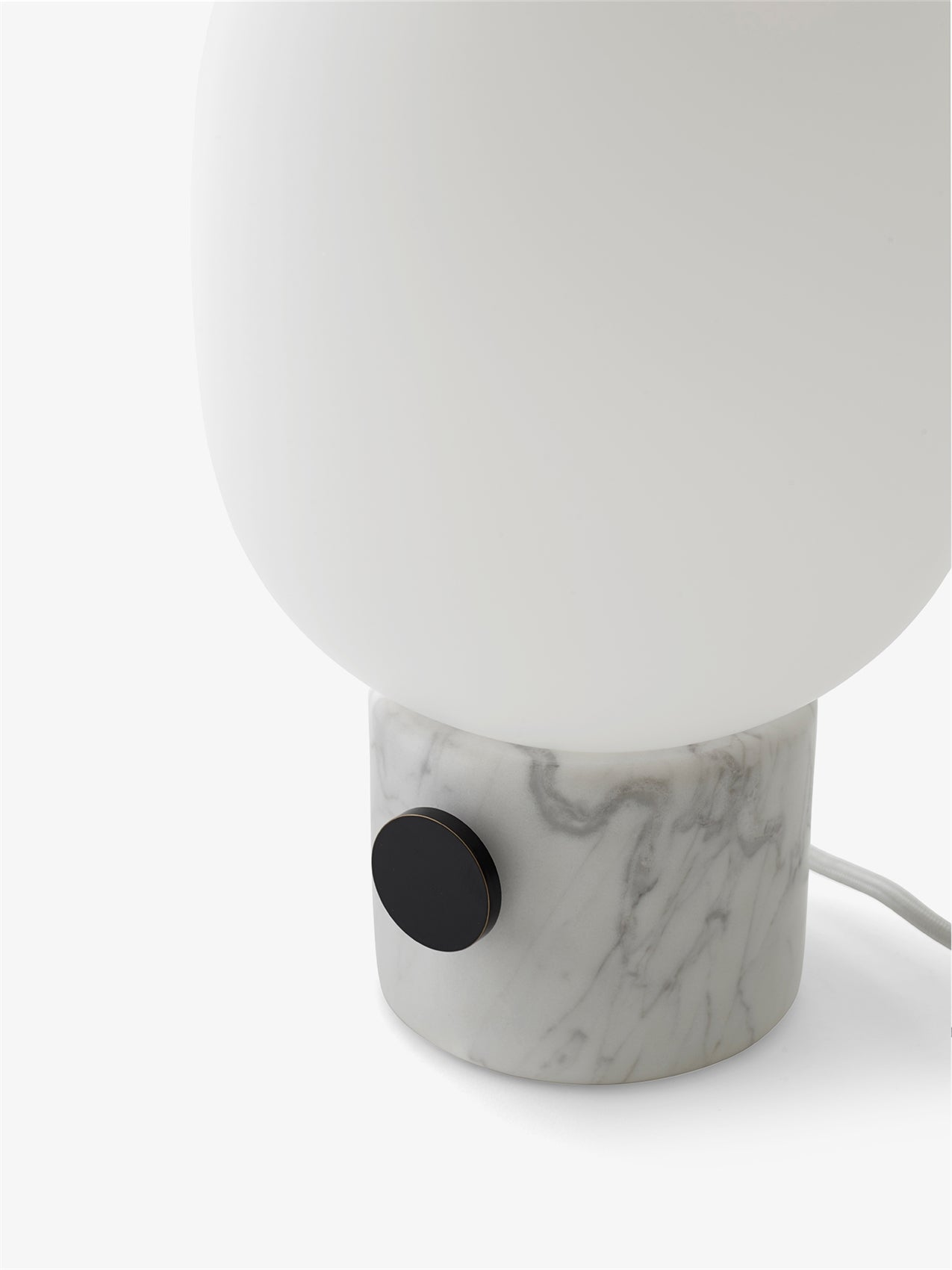 JWDA Table Lamp, White Marble fra Menu