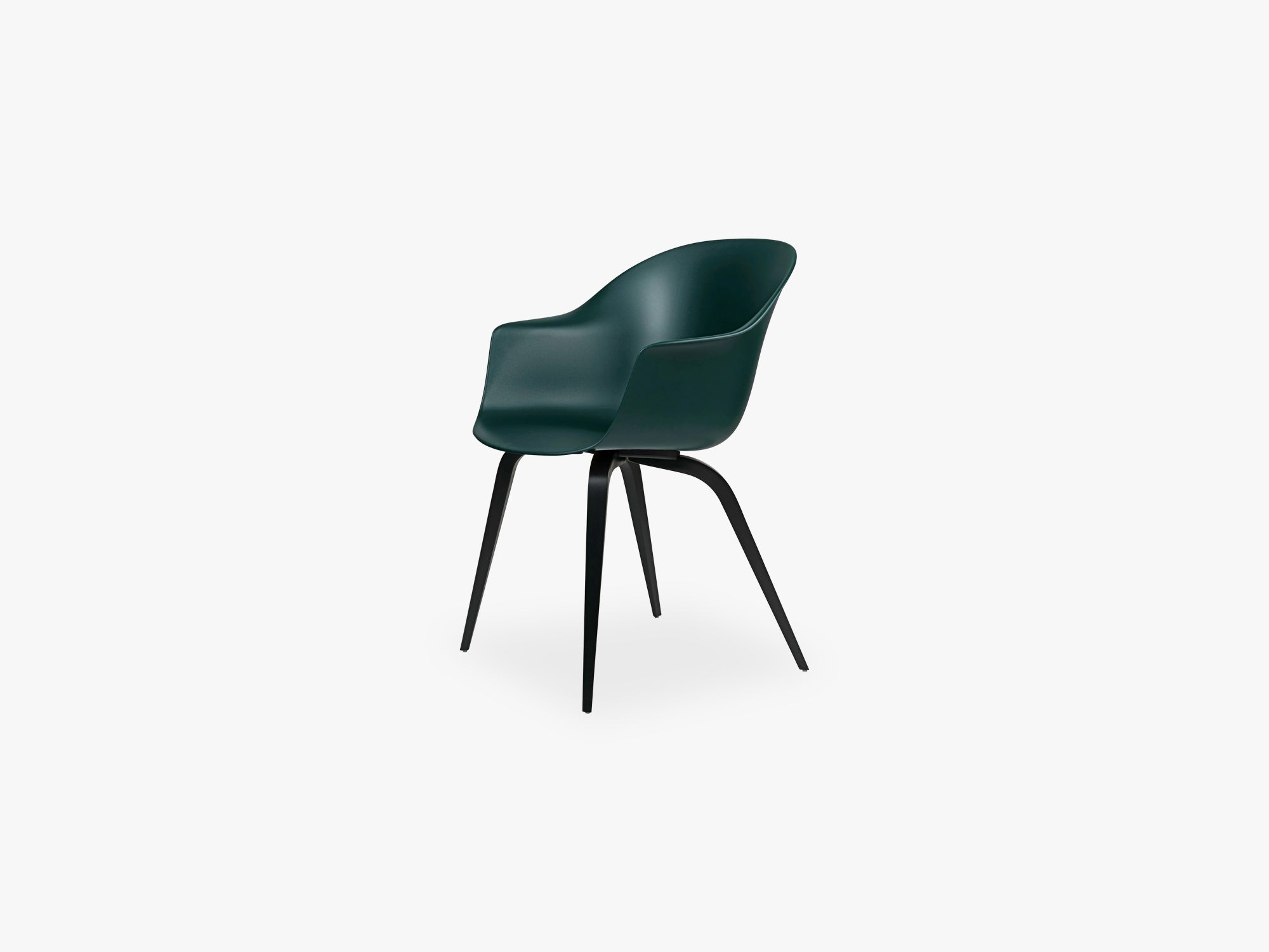 Bat Dining Chair - Skal m Wood base - Black Stained Beech Semi Matt, Dark Green fra GUBI