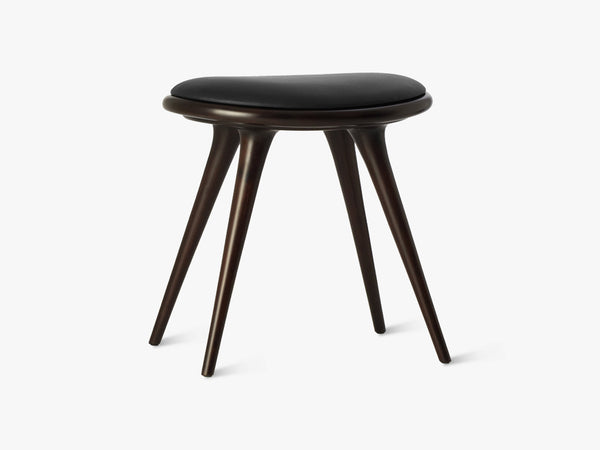 Low Stool H47, Dark Stained Beech fra Mater