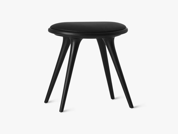 Low Stool H47, Black Stained Beech fra Mater