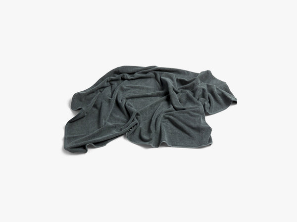 Frotté Bath Towel, Dark Green fra HAY