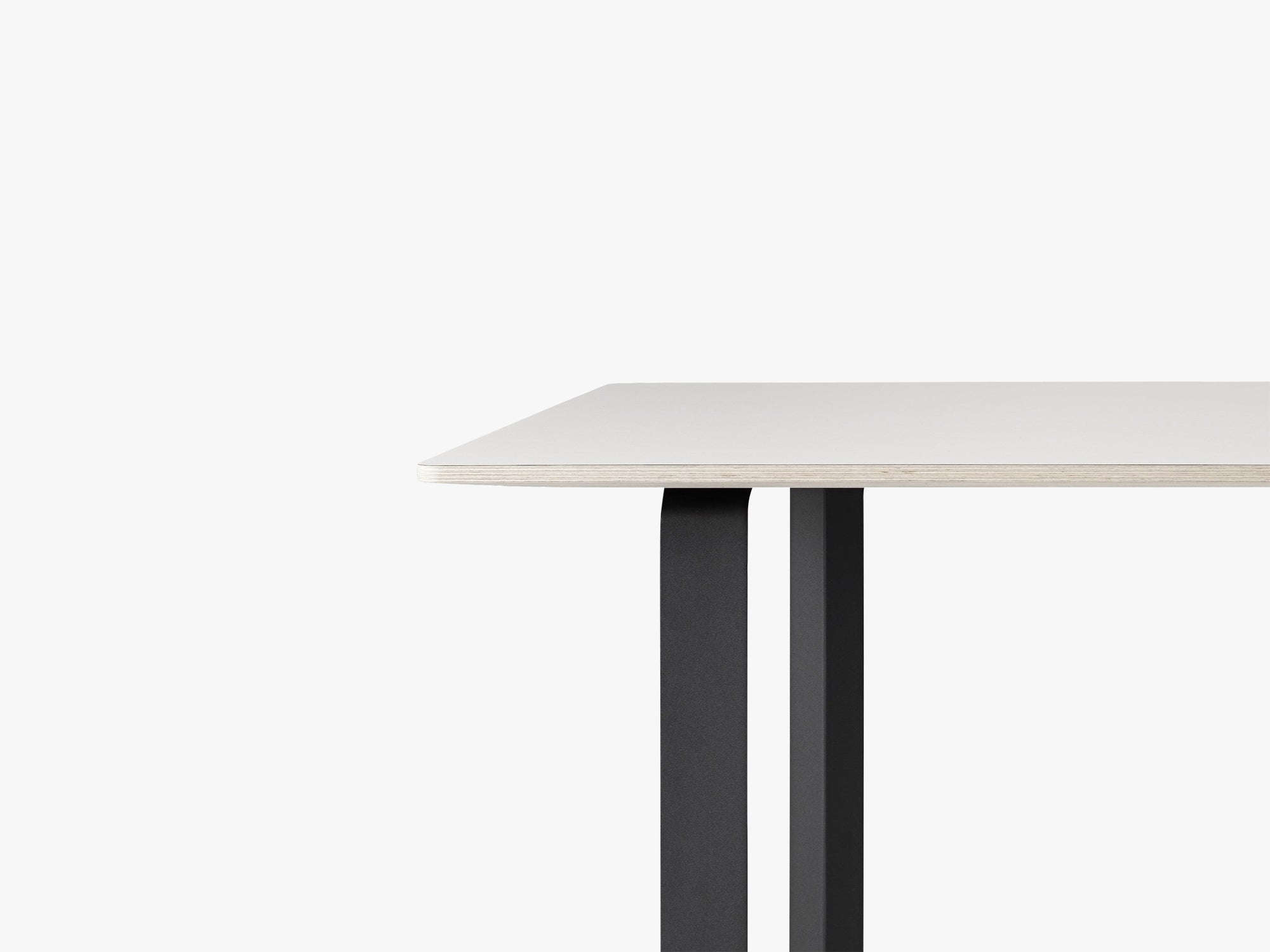 70-70 Table - Small, White/Black fra Muuto