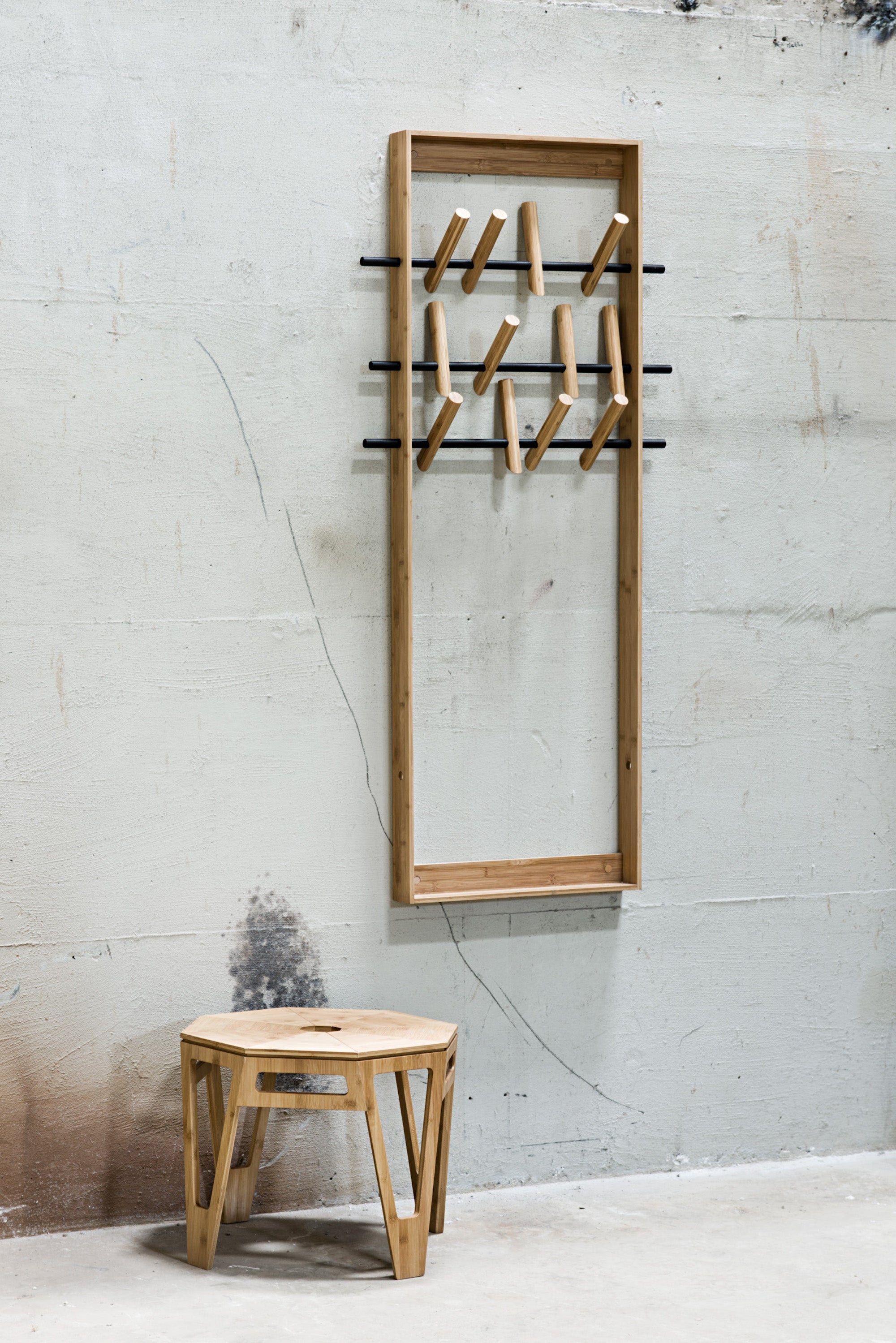 Coat frame, Natural bamboo fra We Do Wood