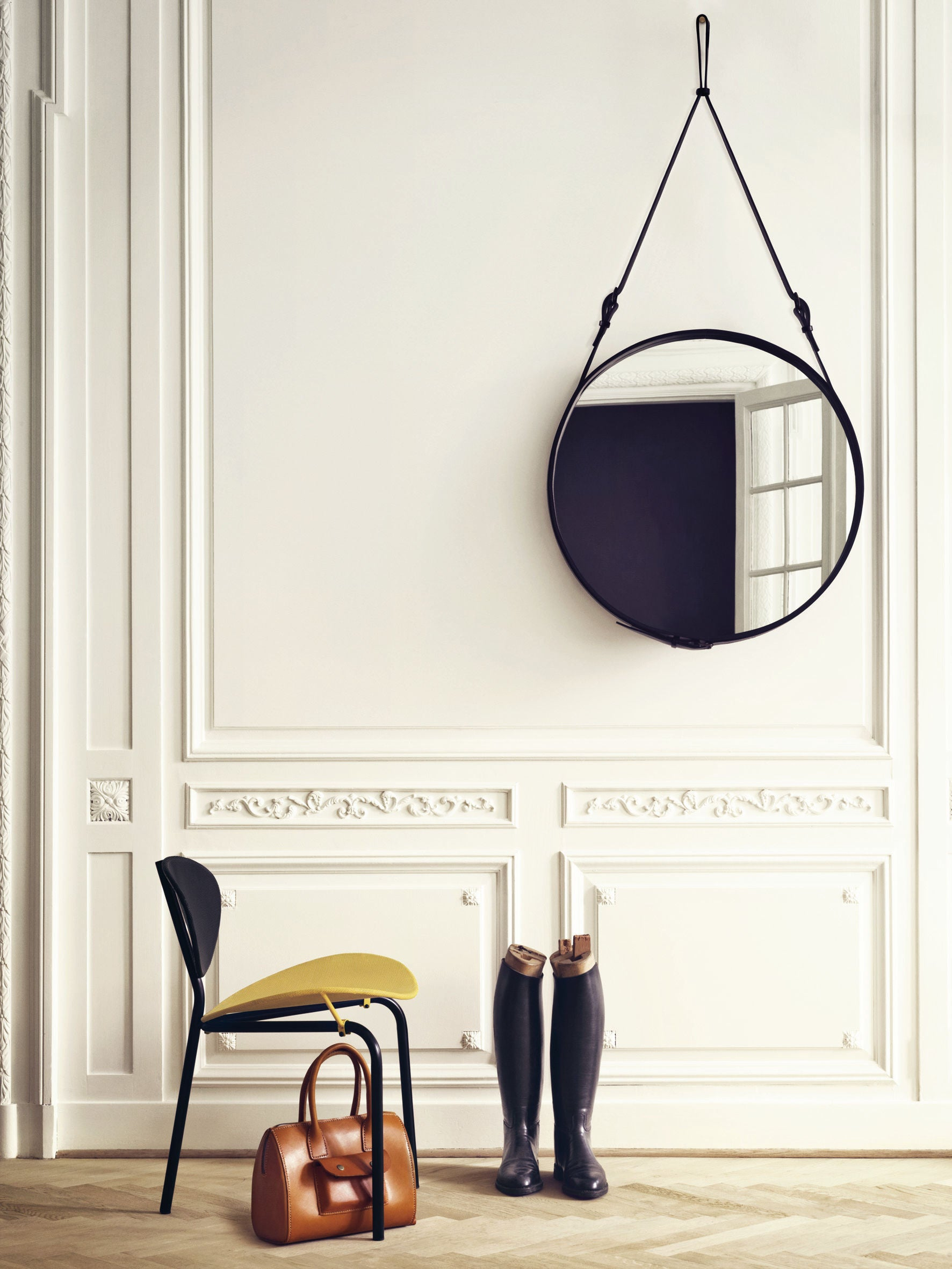 Nagasaki Dining Chair - Midnight Black, Midnight Black top fra GUBI