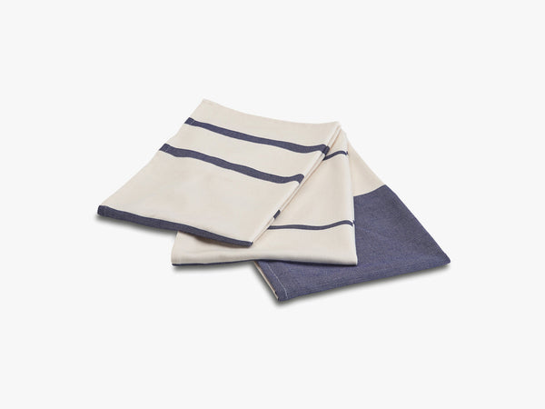 Stripes Tea Towel, 3 ass. pcs, Whisper White/Dark Blue fra SKAGERAK