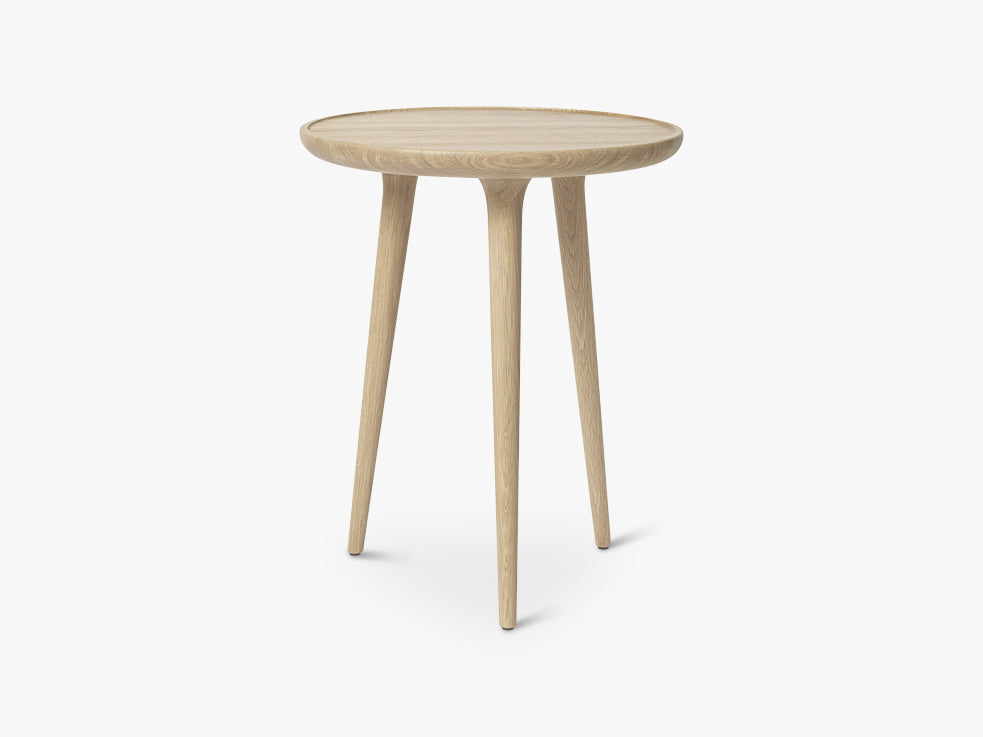 Accent Side Table Medium, Mat Lacquered Oak fra Mater