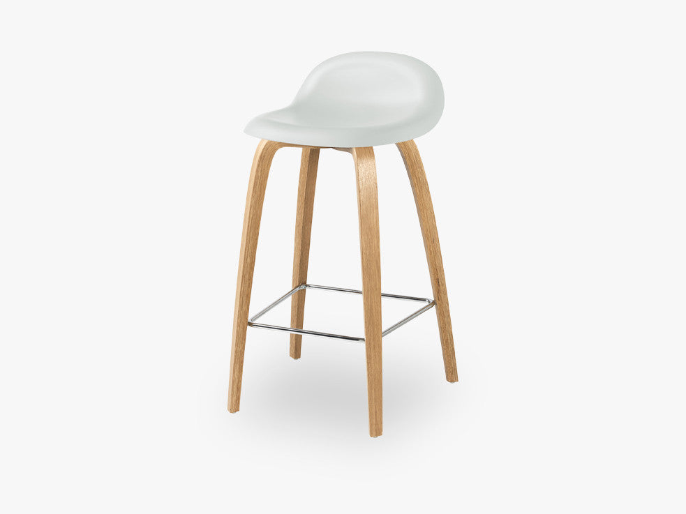 3D Counter Stool - Un-upholstered - 65 cm Oak base, White Cloud shell fra GUBI