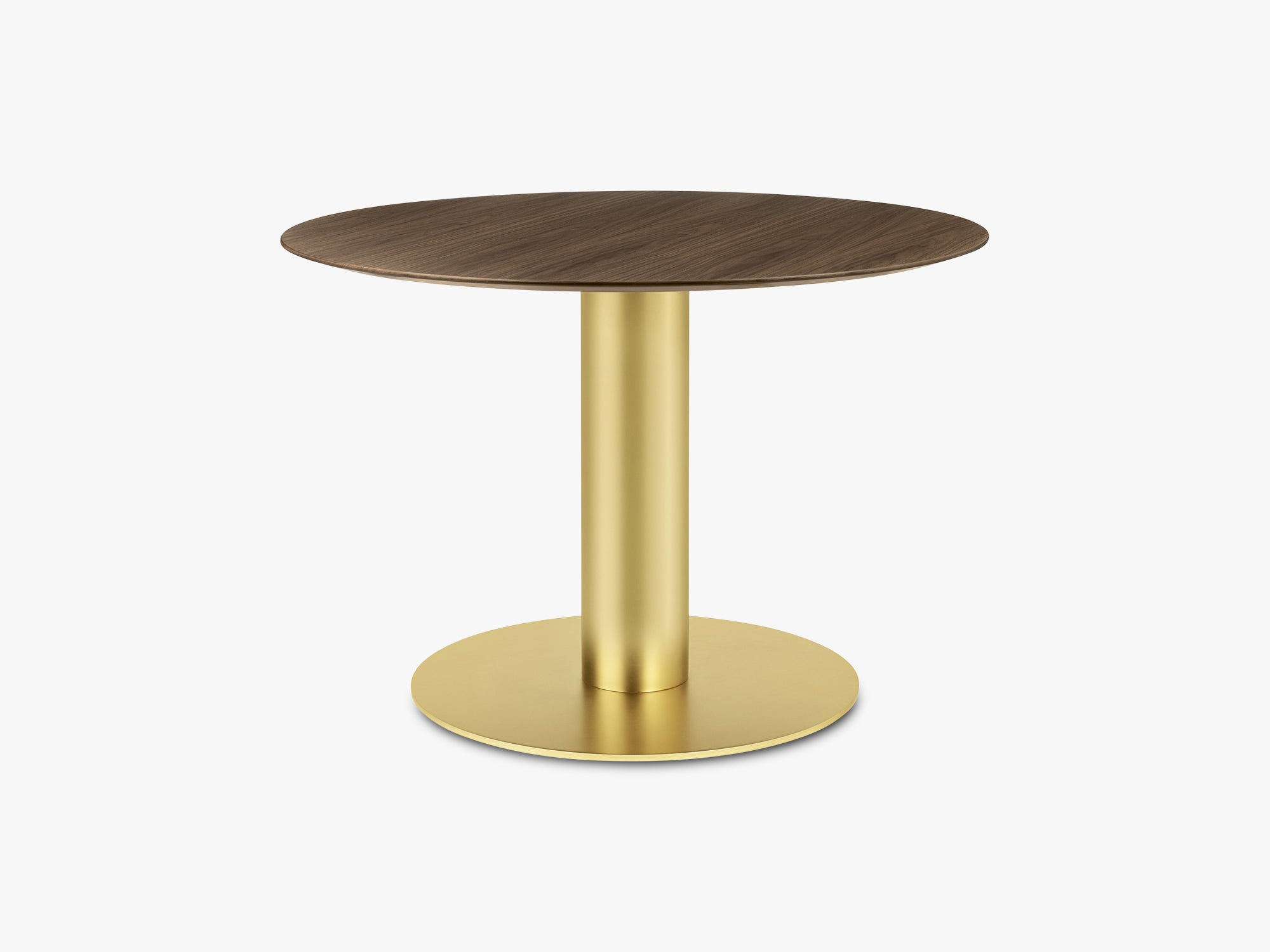 GUBI 2.0 Dining Table - Round - Ø110 - Brass base, Walnut top fra GUBI