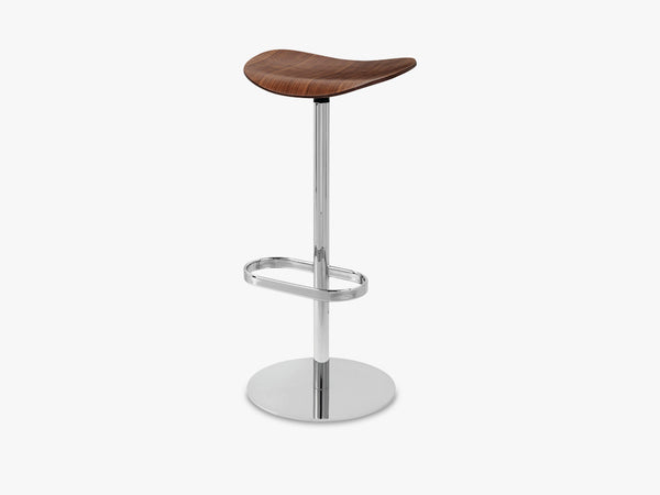 2D Bar Stool - Un-upholstered - 75 cm Swivel Chrome base, American Walnut shell fra GUBI