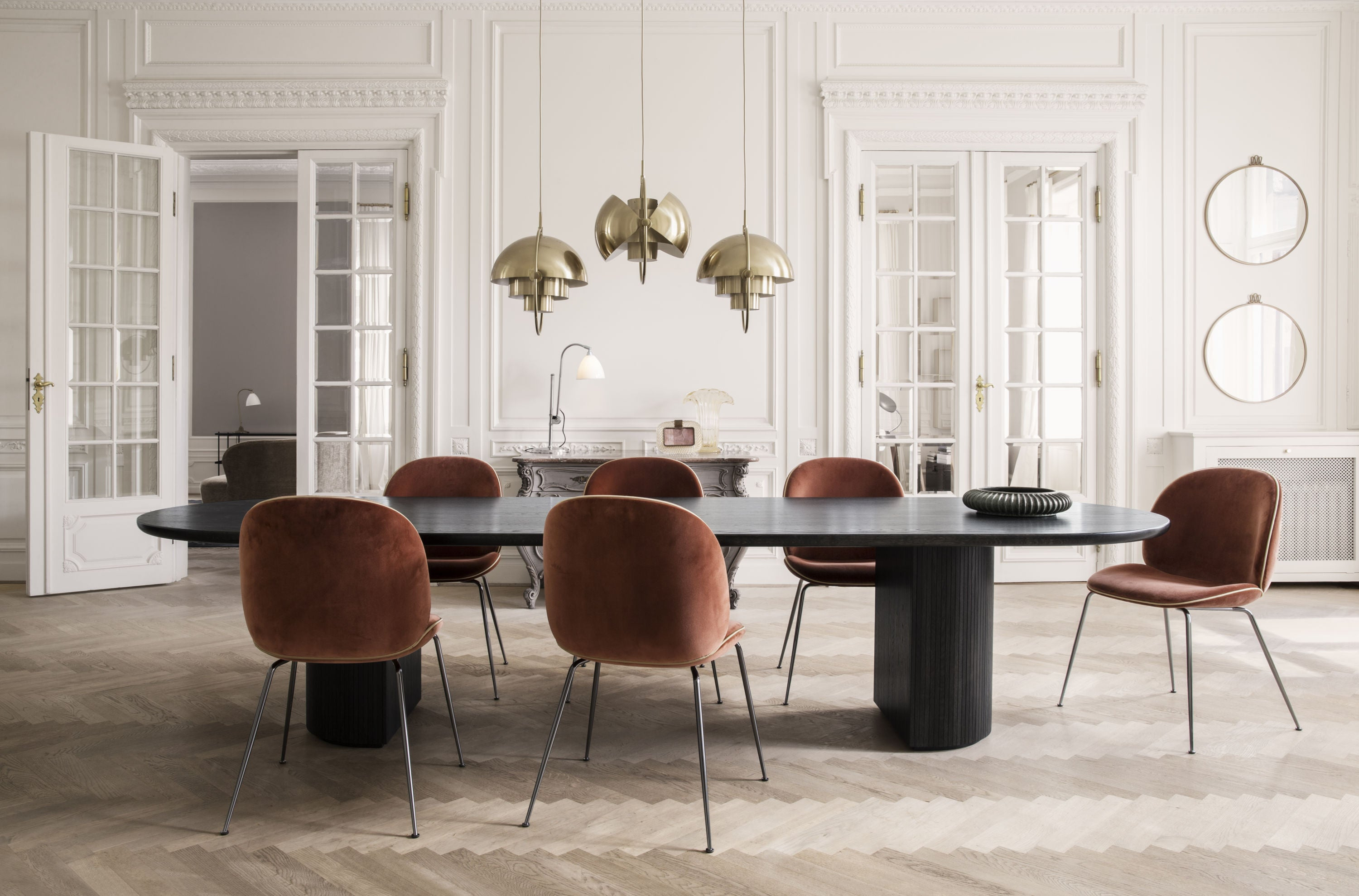 Moon Dining Table - Elliptical, 300x105 - Brown/Black Stained Veneer Lacquered fra GUBI