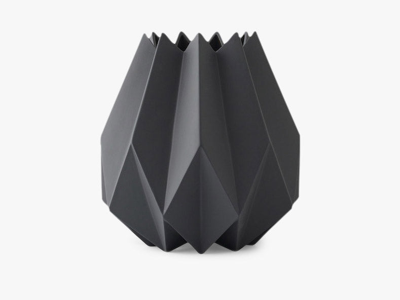 Folded Vase, Tall, Carbon fra Menu