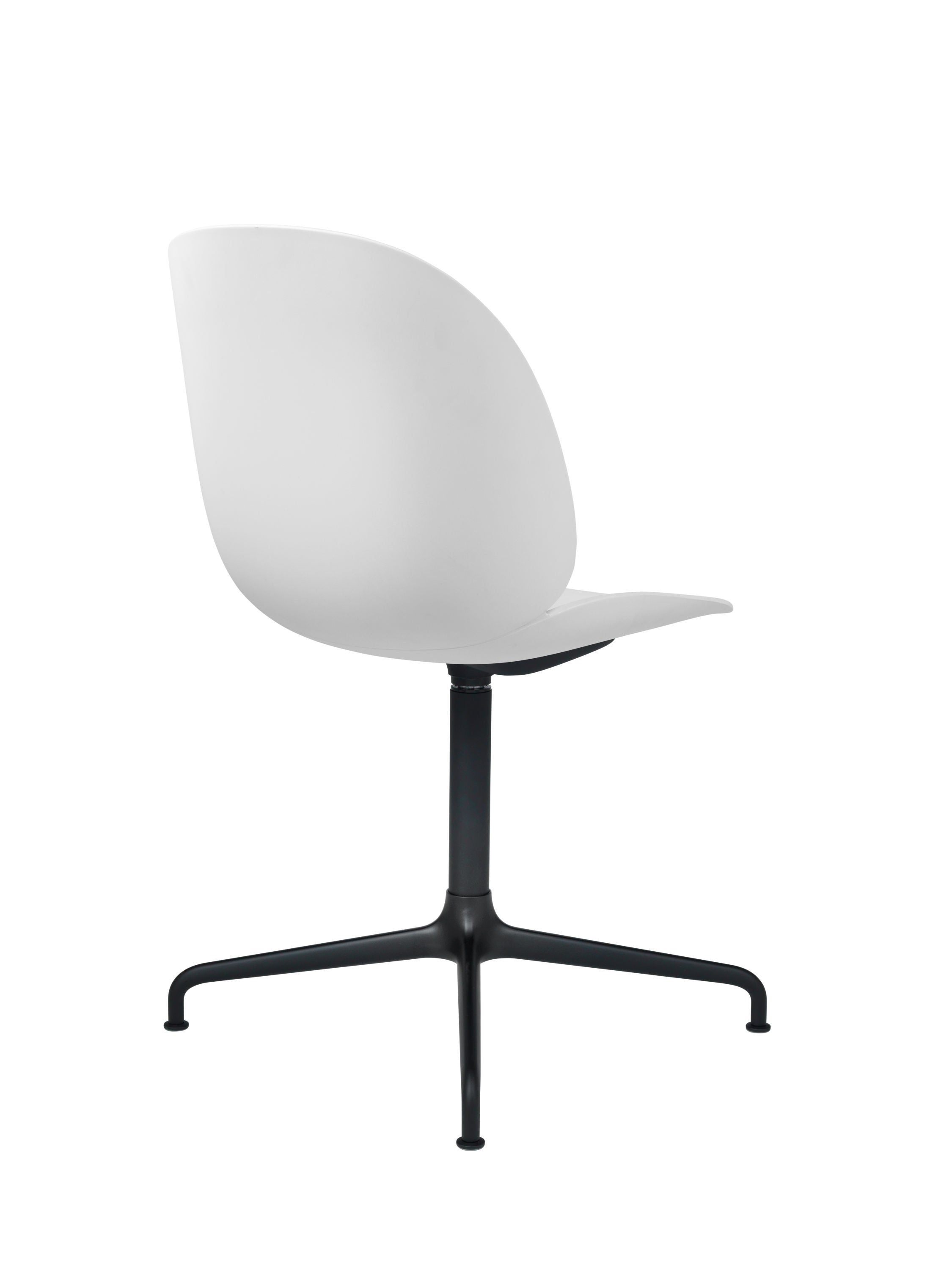 Beetle Dining Chair - Un-upholstered Casted Swivel base Black, White shell fra GUBI