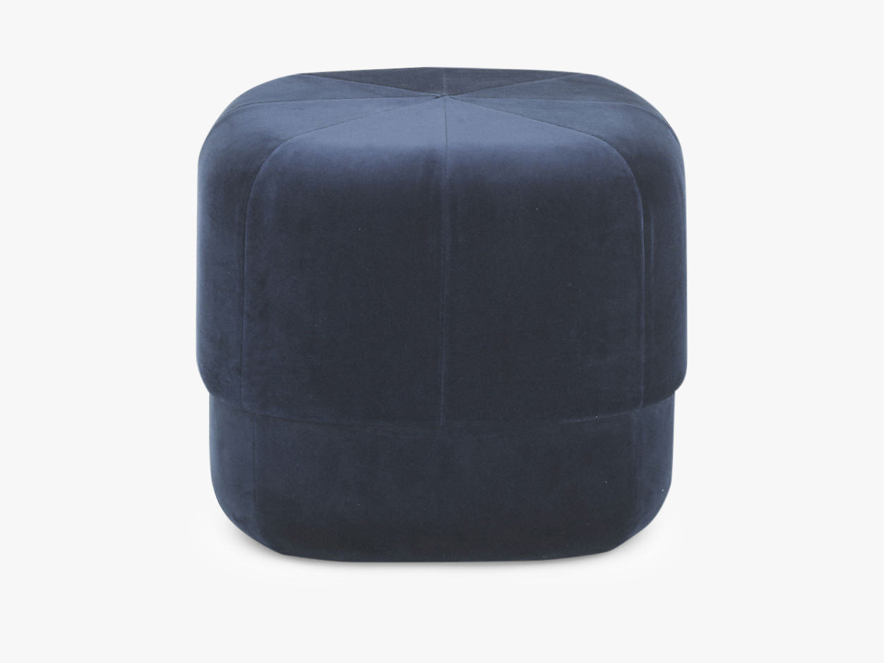 Circus Pouf Small Dark Blue Velour fra Normann Copenhagen