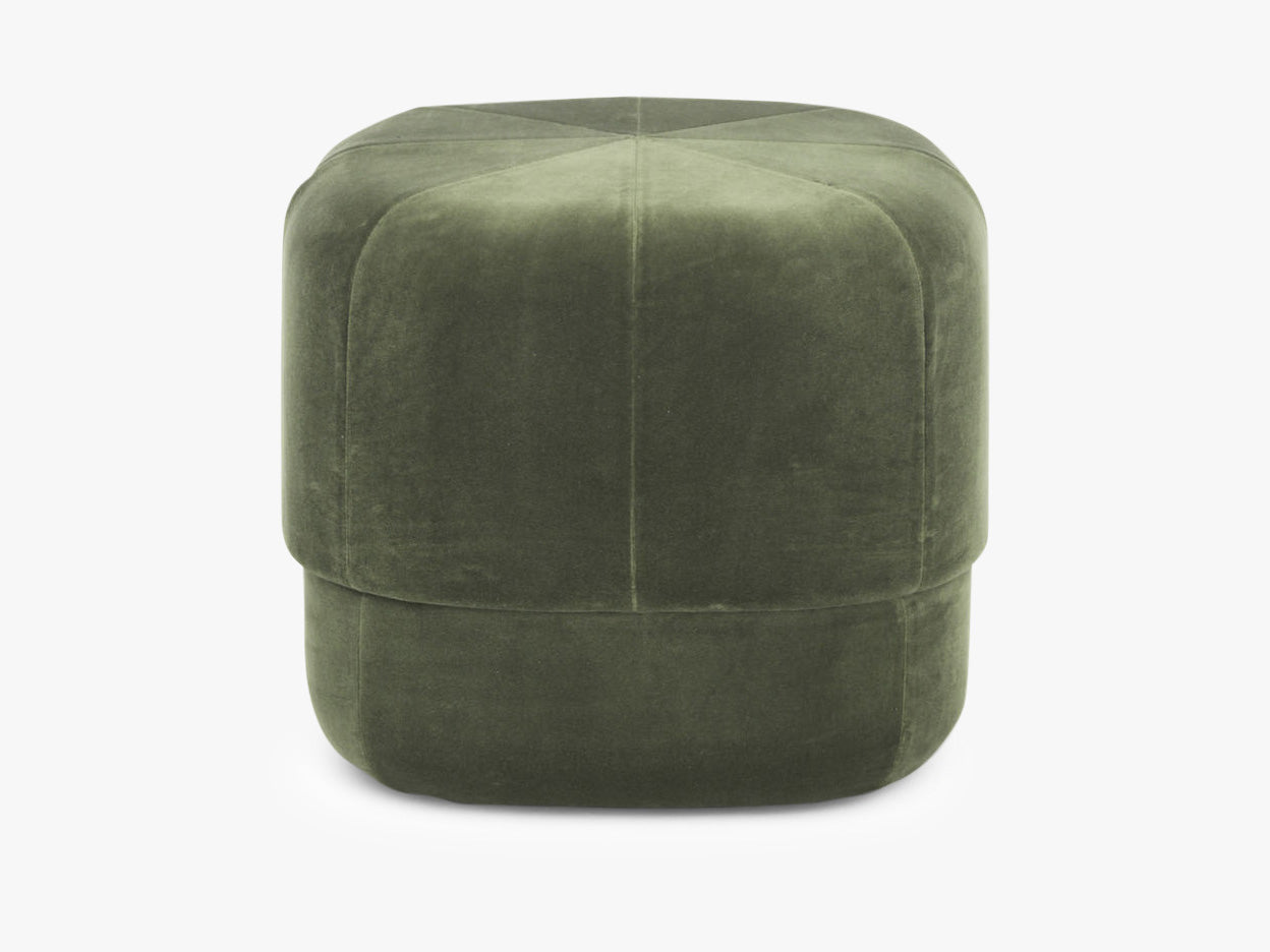 Circus Pouf Small Dark Green Velour fra Normann Copenhagen