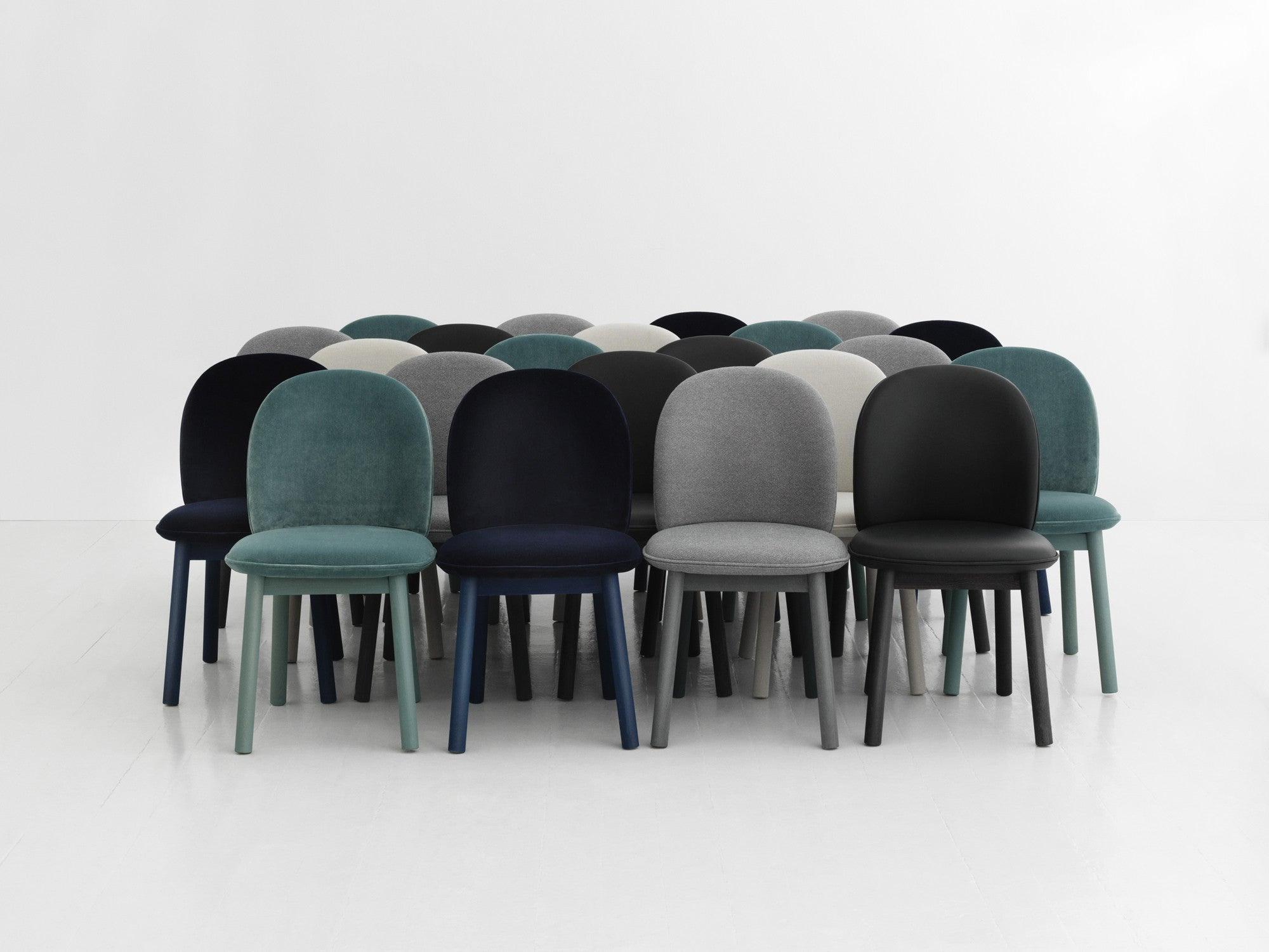Ace Chair Velour - Dark Blue fra Normann Copenhagen